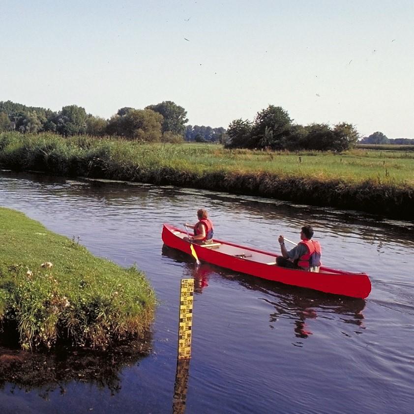 Boot auf Niers mit Wassertiefenmesser