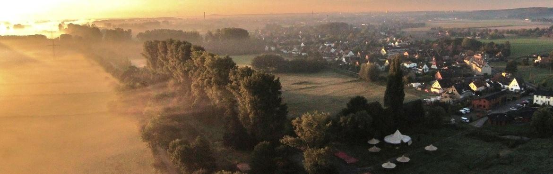 Kanustation Luftbild bei Sonnenaufgang