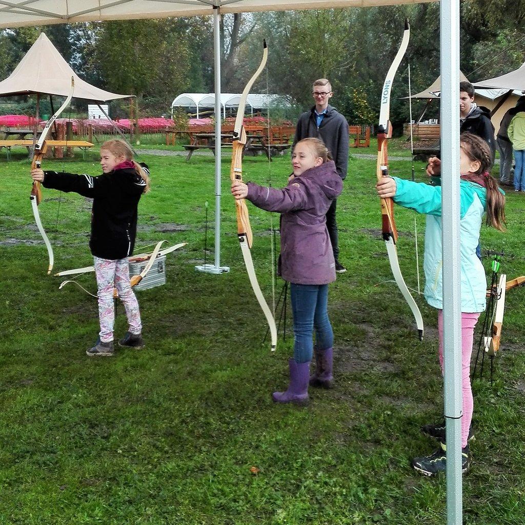 Kinder Bogenschießen